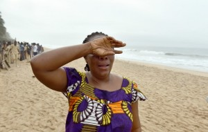 A woman reacts as she looks for her son along the beach in Grand Bassam, some 40 kms east of Abidjan on March 14 , 2016, a day after gunmen attacked the Ivory Coast resort town popular with Ivorians and Westerners, killing fourteen civilians and two soldiers. Ivory Coast ministers were to hold emergency talks after the first jihadist attack on its soil claimed 16 lives at a beach resort frequented by foreigners, as fears grow of a mounting jihadist threat in west Africa. / AFP / ISSOUF SANOGO