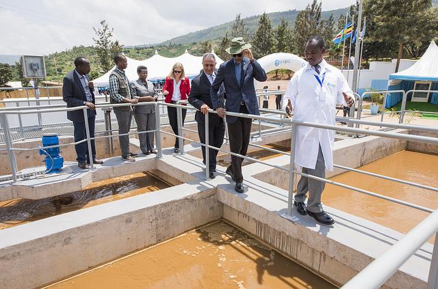 PHOTOS25 Kigali water