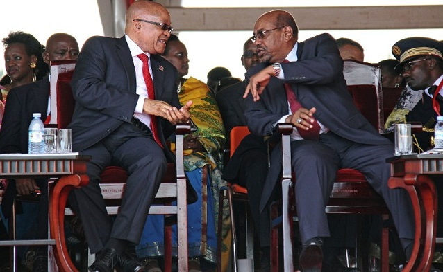 South Africa's President Jacob Zuma (L) speaks with Sudan's President Omar al-Bashir (R) during the swearing in ceremony of Uganda's President Yoweri  Museveni. PHOTO BY AFP