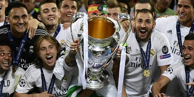 Real Madrid's Spanish defender Sergio Ramos (C) lifts the trophy next to Real Madrid's Croatian midfielder Luka Modric (L) and Real Madrid's French forward Karim Benzema (R) after Real Madrid won the UEFA Champions League final football match between Real Madrid and Atletico Madrid at San Siro Stadium in Milan, on May 28, 2016. AFP PHOTO