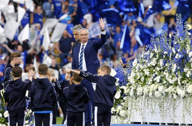 Tears from Claudio Ranieri & the rest of the King Power after a moving performance by @AndreaBocelli