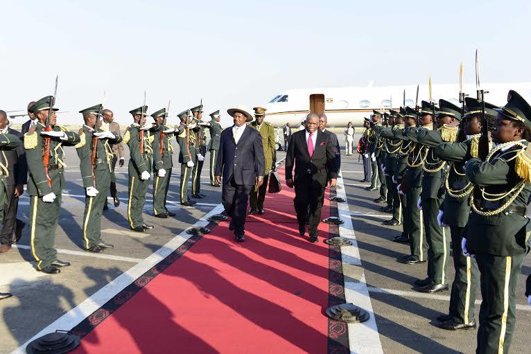 Museveni arrives in Luanda. PHOTO PPU