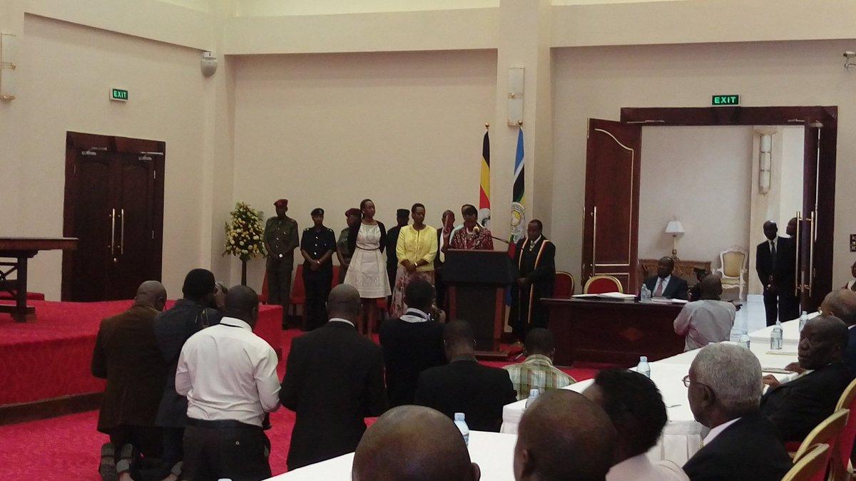 Minister 6