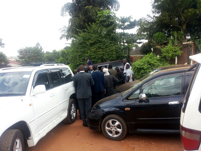 Lukwago and his entourage prepare to leave home in Lubaga ahead of his swearing-in. Photo credit: @ntvuganda