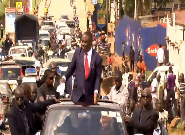 Lukwago's entourage heads to KCCA headquarters; he was earlier blocked from going to Kisekka Road. Photo credit: @nbstv