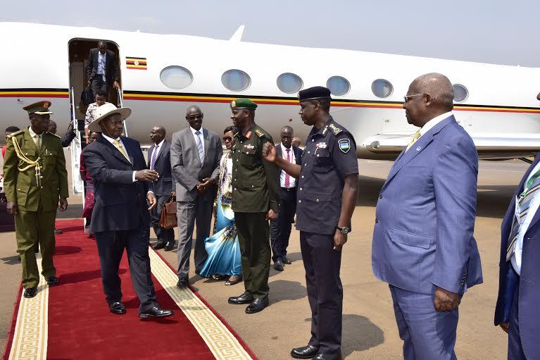 Au Museveni arrives