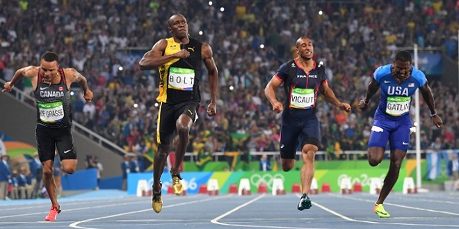 Jamaica's Usain Bolt (2ndL) reacts after he crossed the finish line head of USA's Justin Gatlin (R), Canada's Andre De Grasse (L) and France's Jimmy Vicaut to win the Men's 100m Final during the athletics event at the Rio 2016 Olympic Games at the Olympic Stadium in Rio de Janeiro on August 14, 2016.   / AFP PHOTO / OLIVIER MORIN
