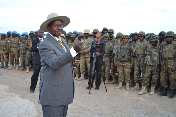 Museveni speaks to AMISOM troops in Somalia.