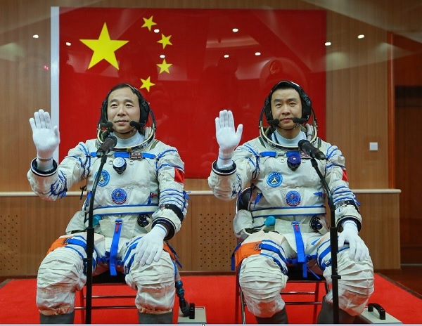 china-astronouts-1