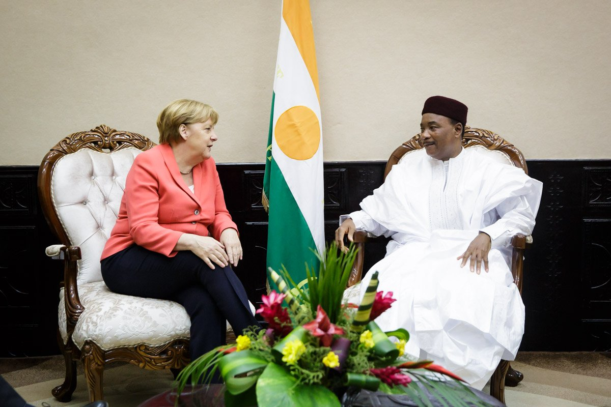 Merkel with  Niger's Issoufou Mahamadou
