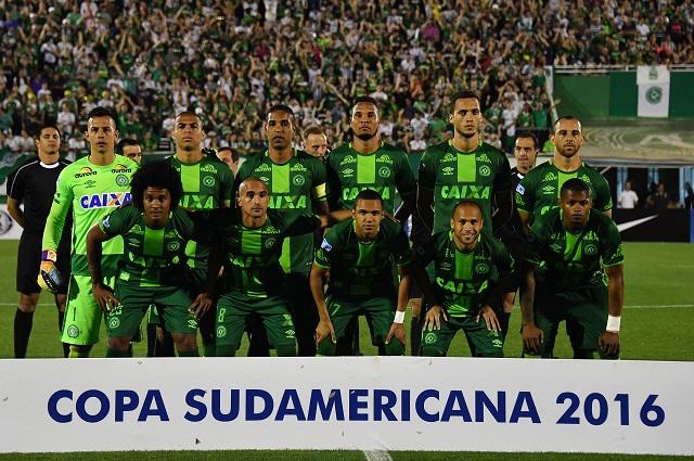 Football mourns as plane crash kills Brazilian players