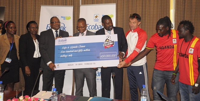 Doodo (left holding dummy cheque, Magogo, Mbidde, Micho and Wasswa. PHOTO FUFA MEDIA