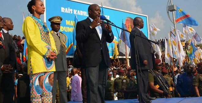 Kabila talks to campaign crowd