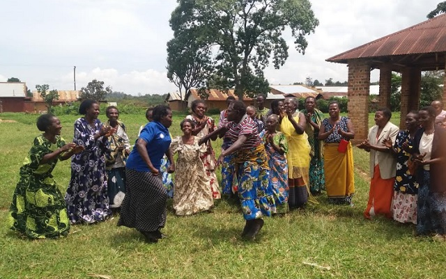 A group from Kateete-Nyaka Mukaaka women's group dancing.