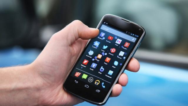 Atur tata letak aplikasi media sosial di ponsel