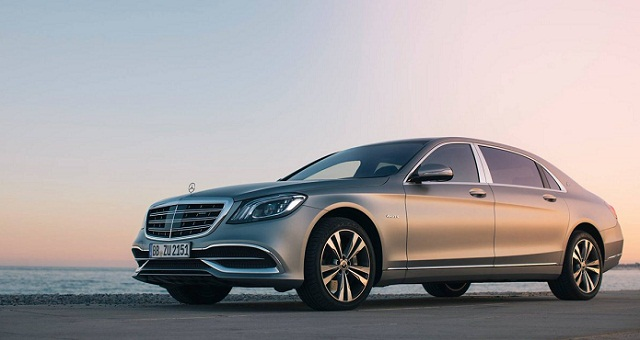 Mercedes says recalls 400 000 uk cars on airbag fault for Mercedes benz airbags