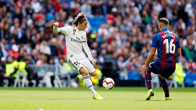 c08273abe Pressure mounts on Lopetegui as Madrid beaten by Levante