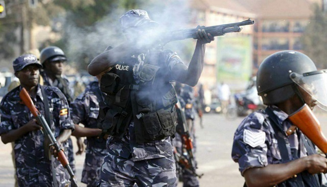 Police fire tear gas to disperse People Power supporters in Kamwokya,  Kalerwe